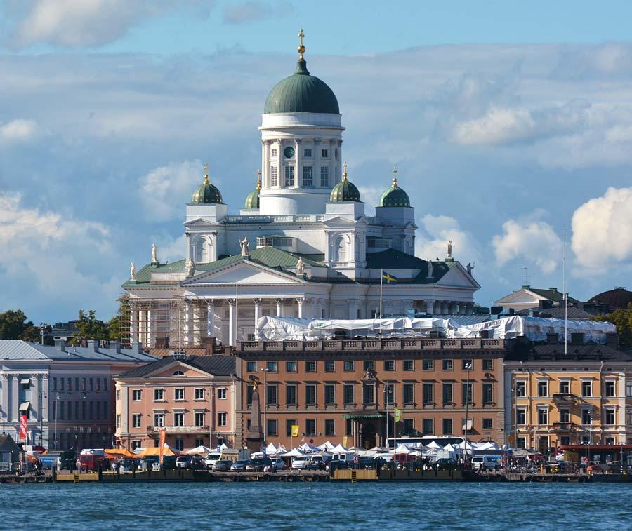 Helsingfors Domkyrka från havet