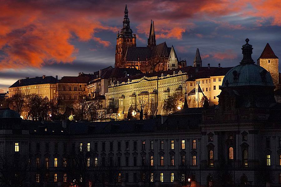 Pragborgen vid solnedgång i Prag