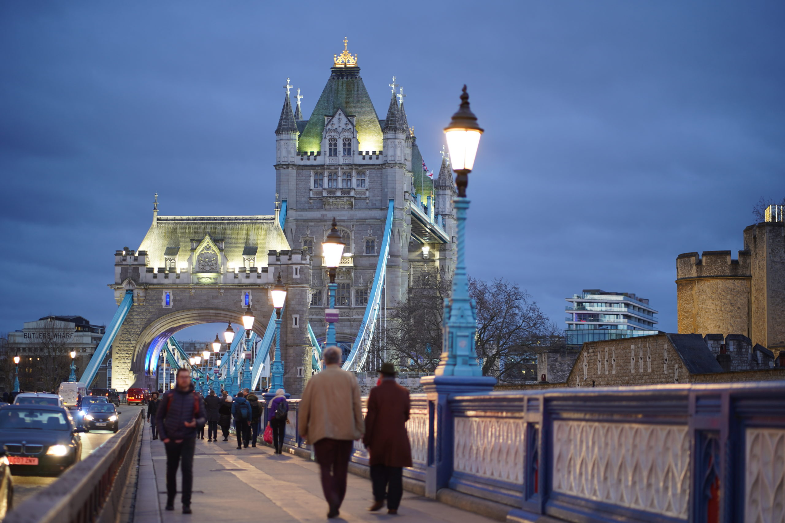 Tower Bridge 2020, i rusningstrafik.